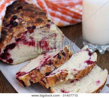 Sweet bread with berries