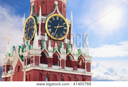 Famosa Torre Spasskaya com Kremlin Chimes Close Up