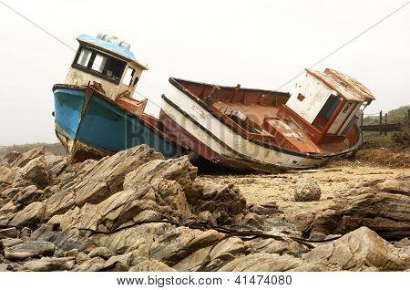 Wrecks stranded ships