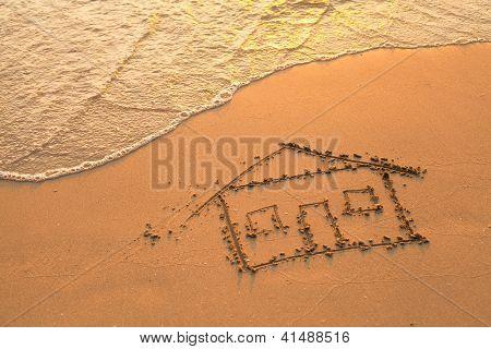 Uma casa pintada na areia da praia