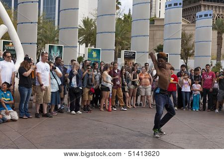 Street Performer Turf Amazes Tourists In Las Vegas, Nv On March 30, 2013