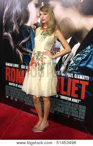 LOS ANGELES - SEP 24:  Taylor Swift at the Romeo & Juliet Premiere at ArcLight Hollywood Theaters on September 24, 2013 in Los Angeles, CA