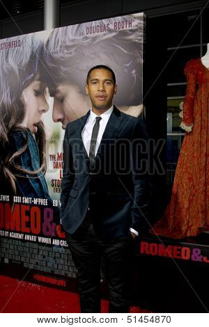 LOS ANGELES - SEP 24:  Elliot Knight at the Romeo & Juliet Premiere at ArcLight Hollywood Theaters on September 24, 2013 in Los Angeles, CA
