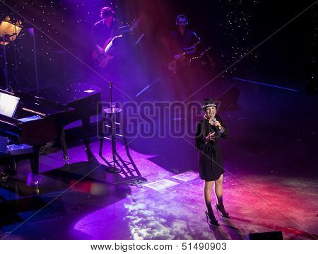 Tori Warne in Concert