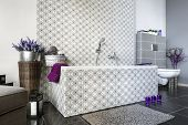 foto of lilas  - Modern bathroom interior design with decor on the wall - JPG