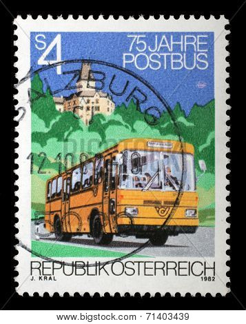 AUSTRIA - CIRCA 1982: stamp printed by Austria, shows Post Bus, palace, trees, circa 1982
