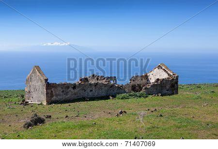 La Gomera - Ruin on the plateau of La Merica
