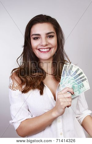 brunette woman with money brazilian