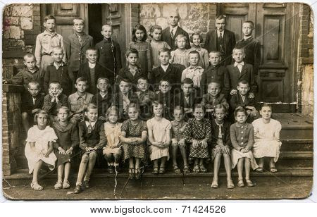 SIERADZ, POLAND, CIRCA THIRTIES - Vintage photo of group of school pupils and their tutors