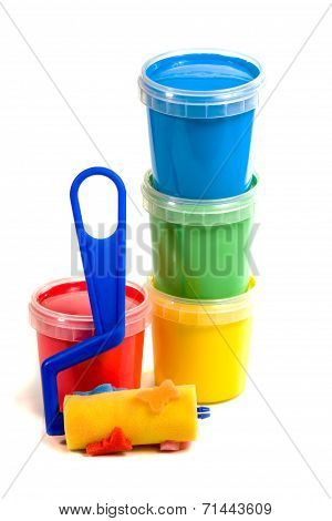 Children's roller and colorful paint bucket