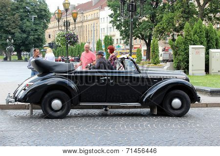 Retro Promenade Car In Lvov