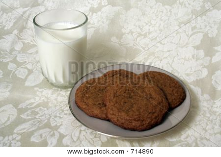 Milk And Gingersnap Plate