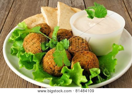 Falafel with pita and tzatziki