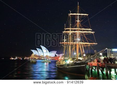 Sydney Opera House And Southern Swan During 'vivid Sydney Festiv