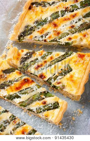 Asparagus quiche with pecorino and bacon