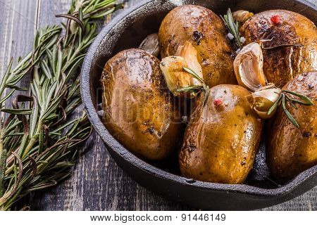 Rustic Style Potatoes With Rosemary, Garlic