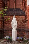 picture of mary  - Statue of Saint Mary in the courtyard of Church of St - JPG