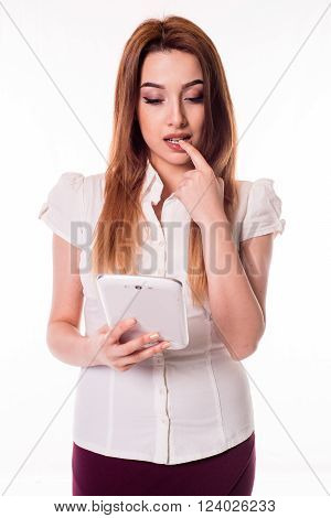 young business woman perplexed look on tablet,