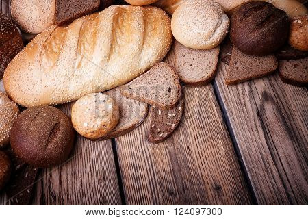 Fresh bread, sweet pastries, baked goods, harvest on the farm, great food, lots of baked goods, healthy food, a table of old wood, close-up bread, wood grain