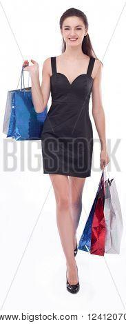 Imagem de duas meninas com suas compras. Isolado no fundo branco.