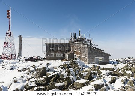 NEW HAMPSHIRE/USA - SEPTEMBER 30 2009: Yankee Building on Mount Washington summit facilities for several communications agencies and companies