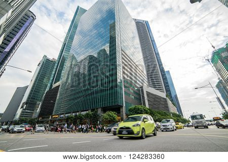 SINGAPORE, FEBRUARY 23 2016 : Singapore street of the  financial district, Singapore on February 23 2016
