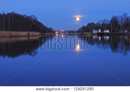 In the light of the moon with the landscape of the Urban had made the environment.