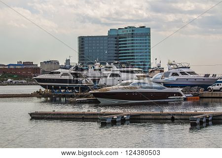 yachts are awaiting the opening of navigation in Vladivostok