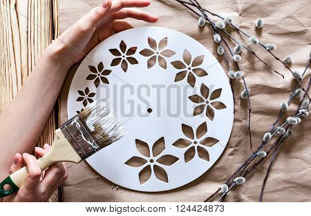 Master Class. Watch handmade. Step by step instructions for the manufacture of clocks. Willow branches against the backdrop of kraft paper. Hands with paint brush base clock of white paint.