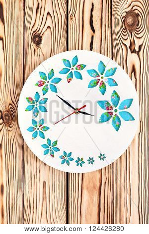 Master Class. Watch handmade. Step by step instructions for the manufacture of clocks. Ready product. Watch his hands. White base clock with decorative holes. The clock on the wooden background.