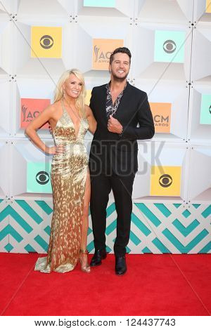 LAS VEGAS - APR 3:  Caroline Bryan, Luke Bryan at the 51st Academy of Country Music Awards Arrivals at the Four Seasons Hotel on April 3, 2016 in Las Vegas, NV