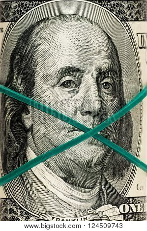 the new 100 dollar bill close up Franklin's face.