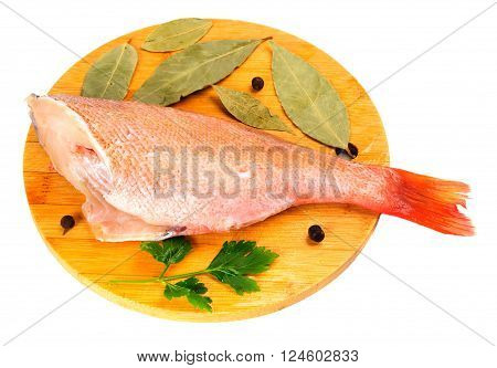 Carcasses grouper on a round cutting board.