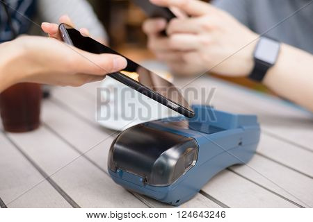 Customer pay by mobile phone on pos machine