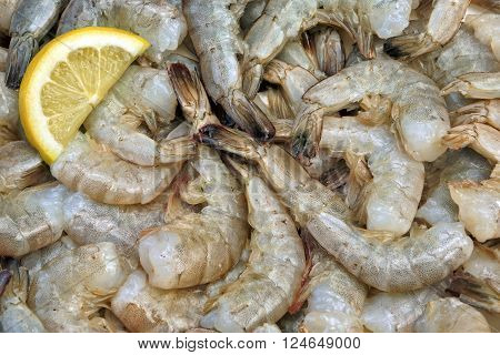 Many Raw Green King Size Shrimps With Lemon Slices