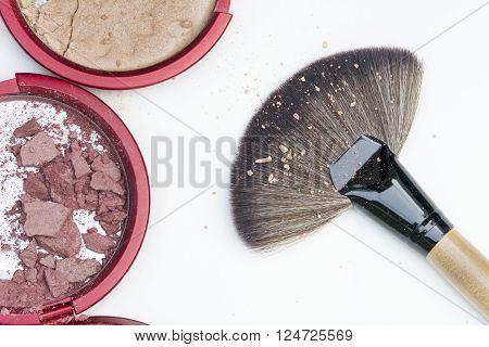 Natural Look Blusher Crak And Big Makeup Brush