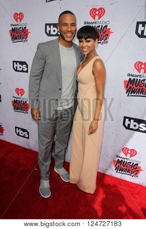 LOS ANGELES - APR 3:  DeVon Franklin, Meagan Good at the iHeart Radio Music Awards 2016 Arrivals at the The Forum on April 3, 2016 in Inglewood, CA