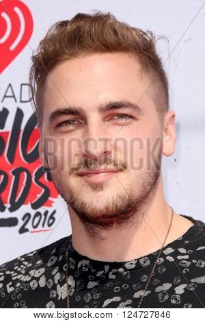 LOS ANGELES - APR 3:  Kendall Schmidt at the iHeart Radio Music Awards 2016 Arrivals at the The Forum on April 3, 2016 in Inglewood, CA
