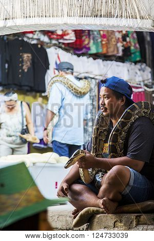BANGKOK, THAILAND- JANUARY 29, 2016: Unidentified locals sell fresh produce cooked food and souvenirs while tourist waits of boats for hire. Market is a great tourist attraction located on a Khlong in Thailand.