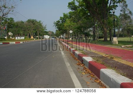The street in the park with jogging track and do not park the car at any time.