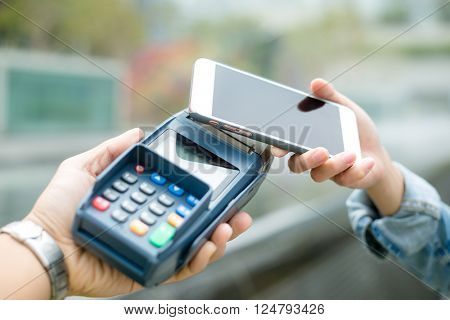 Customer pay with smart phone