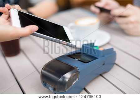 Customer pay on pos machine with mobile phone