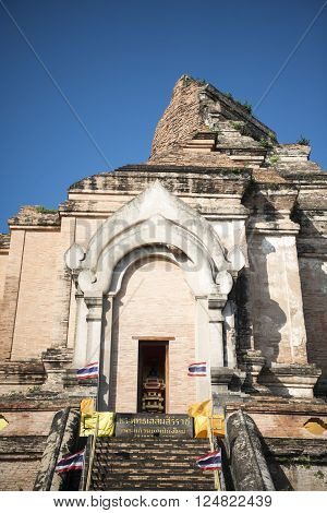 the Wat chedi Luang in the city of Chiang Mai in North Thailand in Thailand in southeastasia. ** Note: Soft Focus at 100%, best at smaller sizes