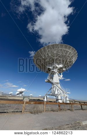Huge antenna dish at Very Large Array searching for imaging signal in space