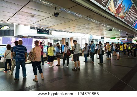 Bangkok, Thailand - March 12, 2016: Peoples Standing In Lines Waiting For Bts Sky Train