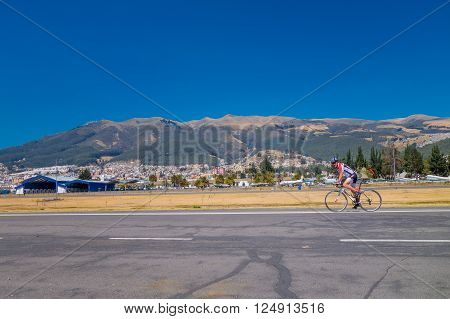 QUITO, ECUADOR - MARZO 23, 2015: Unspecified men doing excercise at park in the middle of the city, mountains mixed with city are the perfect landscape, at Parque Bicentenario in Quito, Ecuador