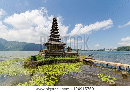 Pura ulun danu bratan famous bali temple in indonesia