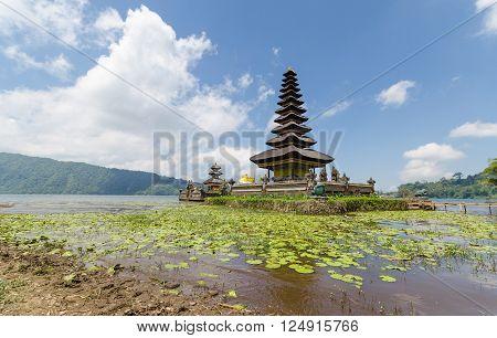 Pura ulun danu bratan famous hindu temple in bali indonesia
