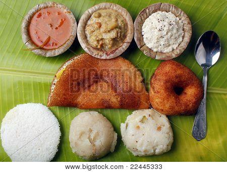 Masala Dosa, brazos cruzados, Vada, Chutney, Upma y Sambar