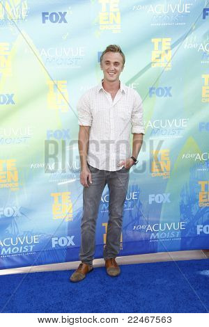 LOS ANGELES - AUG 7:  Tom Felton arriving at the 2011 Teen Choice Awards at Gibson Amphitheatre on August 7, 2011 in Los Angeles, CA